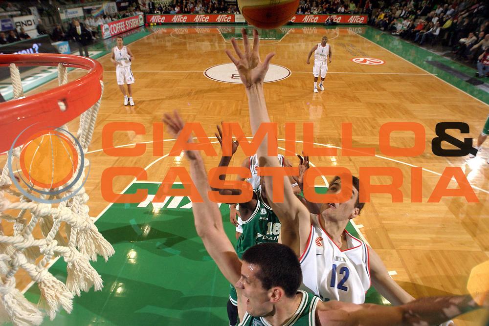 DESCRIZIONE : Treviso Eurolega 2005-06 Benetton Treviso Cibona Zagabria <br /> GIOCATORE : Andric <br /> SQUADRA : Cibona Zagabria <br /> EVENTO : Eurolega 2005-2006 <br /> GARA : Benetton Treviso Cibona Zagabria <br /> DATA : 22/03/2006 <br /> CATEGORIA : Special <br /> SPORT : Pallacanestro <br /> AUTORE : Agenzia Ciamillo-Castoria/E.Pozzo<br /> Galleria : Eurolega 2005-2006 <br /> Fotonotizia : Treviso Eurolega 2005-2006 Benetton Treviso Cibona Zagabria <br /> Predefinita :