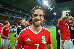 LILLE, FRANCE - Friday, July 1, 2016: Wales' Joe Allen celebrates a 3-1 victory over Belgium and reaching the Semi-Final during the UEFA Euro 2016 Championship Quarter-Final match at the Stade Pierre Mauroy. (Pic by David Rawcliffe/Propaganda)