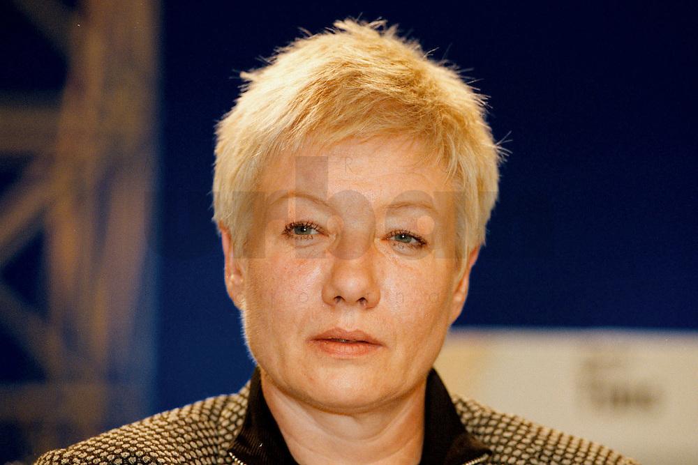 31 JAN 1998, GERMANY/DORTMUND:<br /> Gabriele Behler, SPD, Schulministerin Nordrhein-Westfalen, auf dem Landesparteitag der SPD NRW<br /> IMAGE: 19980131-01/03-27