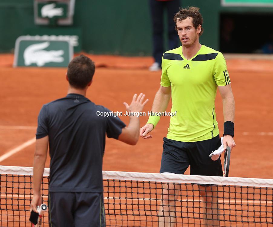 French Open 2014, Roland Garros,Paris,ITF Grand Slam Tennis Tournament,<br /> Philipp Kohlschreiber(GER) gratuliert dem Sieger Andy Murray (GBR) am Netz,<br /> Halbkoerper, Querformat,