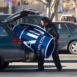 John McCain supporter Dan Lucas, 23, puts a campaign sign into his car after the Republican caucus at Reno High School in Reno, Saturday, Jan. 19, 2008...Photo by David Calvert/Bloomberg News