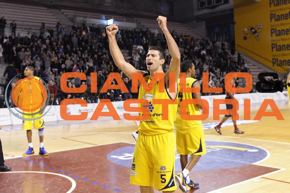 DESCRIZIONE : Ancona Lega A 2012-13 Sutor Montegranaro Angelico Biella<br /> GIOCATORE : Daniele Cinciarini <br /> CATEGORIA : esultanza<br /> SQUADRA : Sutor Montegranaro<br /> EVENTO : Campionato Lega A 2012-2013 <br /> GARA : Sutor Montegranaro Angelico Biella<br /> DATA : 02/12/2012<br /> SPORT : Pallacanestro <br /> AUTORE : Agenzia Ciamillo-Castoria/C.De Massis<br /> Galleria : Lega Basket A 2012-2013  <br /> Fotonotizia : Ancona Lega A 2012-13 Sutor Montegranaro Angelico Biella<br /> Predefinita :
