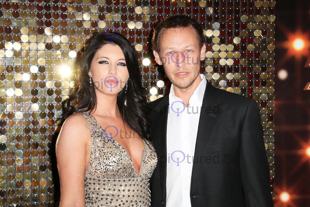 Richard Lewis Wife