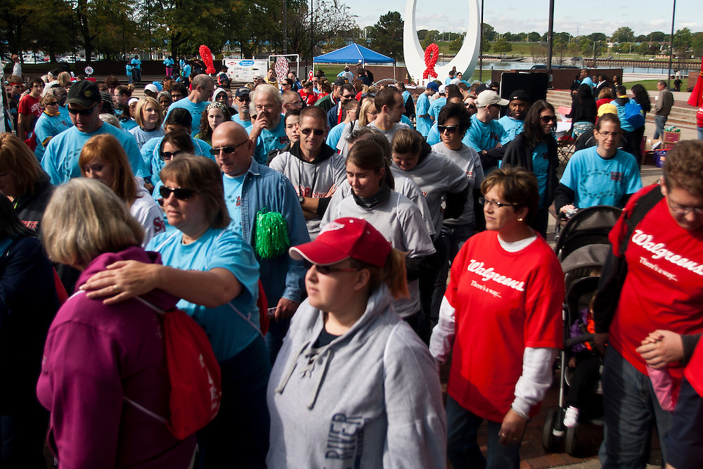 Lathan Goumas | The Bay City Times..Participants leave Wenonah Park to begin the AIDS Walk in Bay City, MI., on Saturday September 24, 2011. According to organizers they had more then 675 registered participants in the fundraising event.