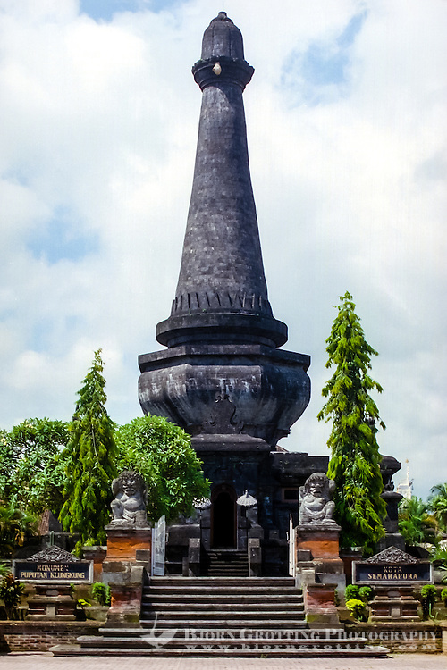 Bali, Klungkung, Semarapura. The Puputan monument, raised in memory of the royal familys collective suicide in 1908.