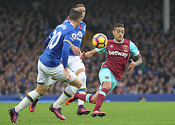 30.10.2016, Goodison Park, Liverpool, ENG, Premier League, FC Everton vs West Ham United, 10. Runde, im Bild Manuel Lanzini of West Ham United in action against Everton // Manuel Lanzini of West Ham United in action against Everton during the English Premier League 10th round match between FC Everton and West Ham United at the Goodison Park in Liverpool, Great Britain on 2016/10/30. EXPA Pictures © 2016, PhotoCredit: EXPA/ Focus Images/ Michael Sedgwick<br /> <br /> *****ATTENTION - for AUT, GER, FRA, ITA, SUI, POL, CRO, SLO only*****