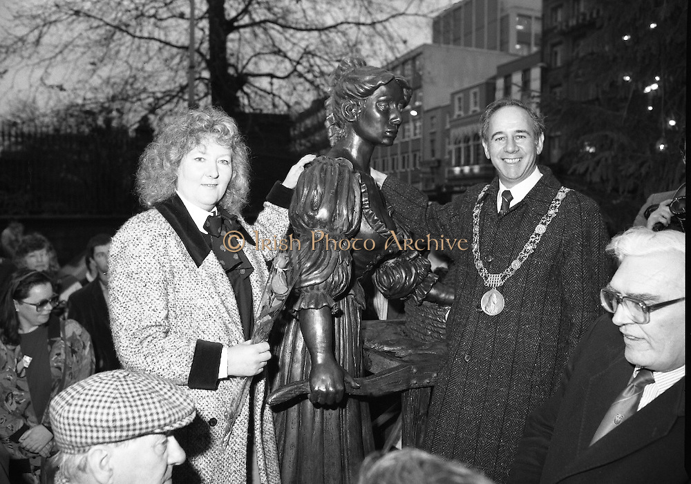 """Molly Malone Statue Unveiled. (R93)..1988..20.12.1988..12.20.1988..20th December 1988..""""Dublin's Fair City"""" received a millenniun gift to commemorate her most famous daughter, Molly Malone, when Jurys Hotel Group plc presented a specially commissioned sculpture to the people of Dublin. The sculpture was formally handed over by Michael McCarthy, MD,Jurys Hotel Group, to the Lord Mayor of Dublin, Councillor Ben Briscoe, TD, in an unveiling ceremony today at the corner of Grafton Street, Suffolk Street and Nassau Street..Molly Malone was created and fashioned in her traditional 17th century dress by Dublin born artist, Jeanne Rynhart, who was selected from a number of entries for the statue design, by the Dublin Millennium Board...Image shows Lord Mayor, Ben Briscoe and artist Jeanne Rynhart with her depiction of Molly Malone. City manager ,Frank Feely, is to the right in the picture."""