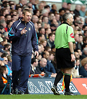 Photo: Ed Godden.<br />Tottenham Hotspur v Manchester City. The Barclays Premiership. 08/04/2006. Man City manager Stuart Pearce disagrees with the linesman.