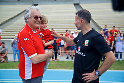 LOS ANGELES, USA - Saturday, May 26, 2018: Wales' manager Ryan Giggs chats with Mike Young, the creator of cartoon series Super Ted, as the players meet supporters after a training session at the UCLA Drake Track and Field Stadium ahead of the International friendly match against Mexico. (Pic by David Rawcliffe/Propaganda)