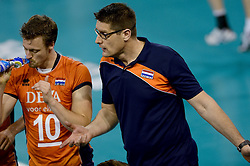 01-06-2014 NED: WLV Nederland - Zuid Korea, Eindhoven<br /> Jeroen Rauwerdink, Coach Edwin Benne