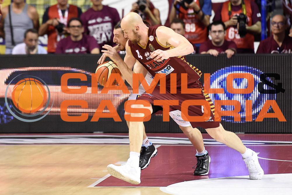Hrvoje Peric, Andres Pablo Toto Forray<br /> Umana Reyer Venezia - Dolomiti Energia Aquila Basket Trento<br /> Lega Basket Serie A 2016/2017<br /> Playoff, finale gara 2<br /> Venezia, 12/06/2017<br /> Foto M.Ceretti / Ciamillo-Castoria