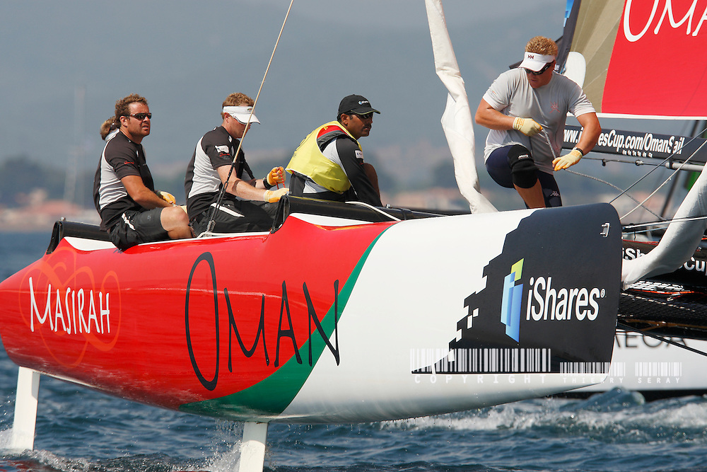 iSHARES CUP 2009-HYERES-COPYRIGHT : THIERRY SERAY-OMAN SAILS MASIRHA - SKIPPER : PETER CUMMING