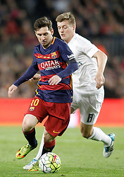 02.04.2016, Camp Nou, Barcelona, ESP, Primera Division, FC Barcelona vs Real Madrid, 31. Runde, im Bild FC Barcelona's Leo Messi (l) and Real Madrid's Toni Kroos // during the Spanish Primera Division 31th round match between Athletic Club and Real Madrid at the Camp Nou in Barcelona, Spain on 2016/04/02. EXPA Pictures © 2016, PhotoCredit: EXPA/ Alterphotos/ Acero<br /> <br /> *****ATTENTION - OUT of ESP, SUI*****
