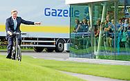3-9-2015 DIEREN - DIEREN - Koning Willem-Alexander fietst tijdens de opening van de nieuwe fabriek van Gazelle, een rondje op de Gazelle E-bike van de toekomst Koning Willem Alexander fietst op een elektrische gazelle fiets opent donderdagmiddag 3 september 2015 de vernieuwde fabriek van fietsfabrikant Koninklijke Gazelle in Dieren. fietsen  COPYRIGHT ROBIN UTRECHT<br /> 3-9-2015 DIEREN- King Willem Alexander on a electric bicycle opens Thursday September 3, 2015 the new factory bicycle manufacturer Koninklijke Gazelle in Dieren . COPYRIGHT ROBIN UTRECHT