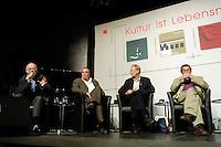 """22 AUG 2005, BERLIN/GERMANY:<br /> Juergen Flimm, Regisseur, Guenther Uecker, Maler, Klaus Staeck, Grafiker, Guenter Grass, Autor, (v.L.n.R.), waehrend einer Diskussion zum Thema """"7 Jahre rot-gruene Kulturpolitik"""", Palais der Kulturbrauerei<br /> IMAGE: 20050822-03-071<br /> KEYWORDS: Jürgen Flimm, Günther Uecker, Günter Grass, Gespraech, Gespräch"""