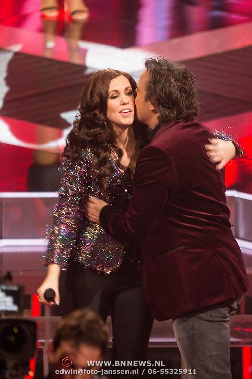 NLD/Hilversum/20131220 - Finale The Voice of Holland 2013, Gerrie Dantuma neemt afscheid van haar coach Marco Borsato
