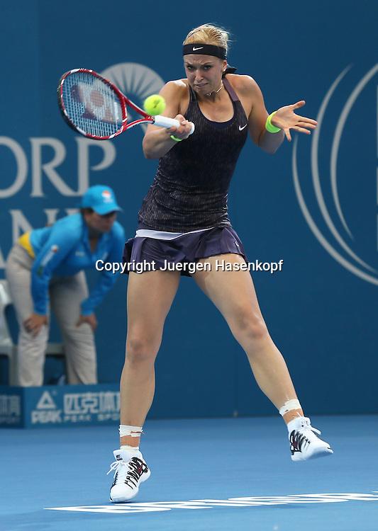 Brisbane International, ATP 250 World Tour WTA,Hardcourt Tennis Turnier in Brisbane,Australia,Sabine Lisicki (GER),Aktion,Einzelbild,<br /> Ganzkoerper,Hochformat,