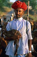 Inde. Rajasthan. Bijaipur. Berger Rabaris. // India. Rajasthan. Rabari Shepherd near Bijaipur.