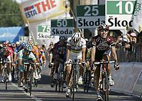 Sykkel<br /> Giro d'Italia<br /> 20.05.2007<br /> Foto: PhotoNews/Digitalsport<br /> NORWAY ONLY<br /> <br /> Fiorano Modenese - Italie - wielrennen - cycling - cyclisme - radsport  -8e etappe Berberino di Mugello-Fiorano Modenese  - Kurt-Asle Arvesen (CSC) wint de 8e etappe voor Paolo Bettini (Quick Step)