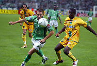 Fotball<br /> Frankrike 2004/05<br /> Saint Etienne v Nantes<br /> 11. september 2004<br /> Foto: Digitalsport<br /> NORWAY ONLY<br /> LILIAN COMPAN (ST-E) / EMERSE FAE (NAN)