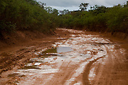 Virgem da Lapa_MG, Brasil...Barro na estrada de terra em Virgem da Lapa...The mud on the dirt road in Virgem da Lapa...Foto: LEO DRUMOND / NITRO