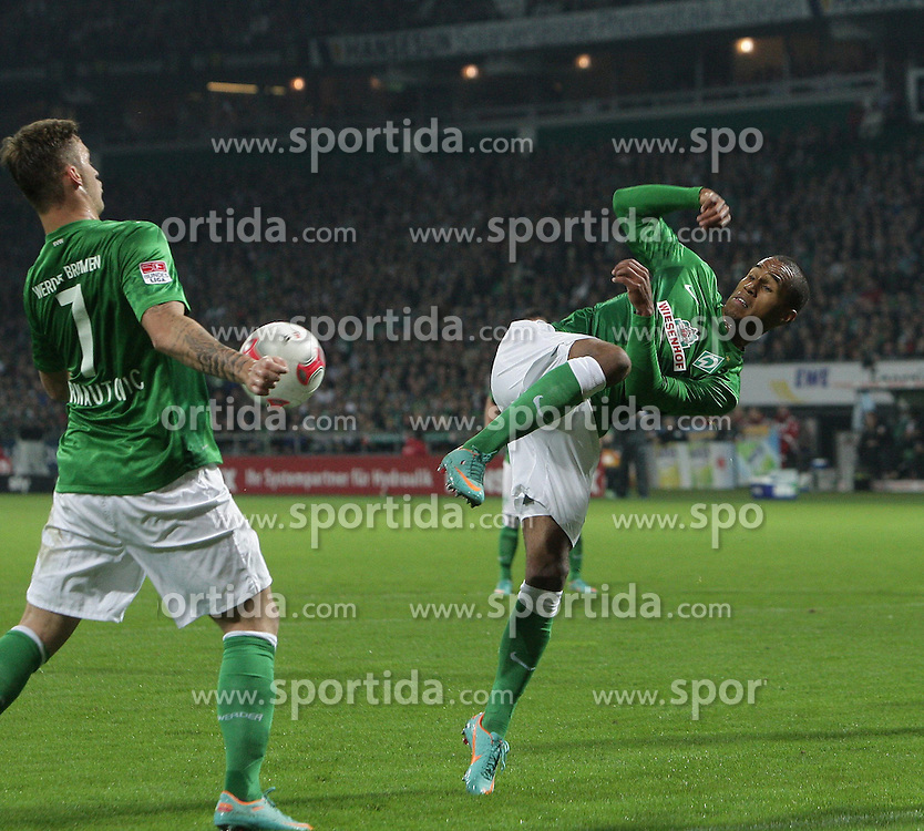 20.10.2012, Weserstadion, Bremen, GER, 1. FBL, Borussia Moenchengladbach, 8. Runde, im Bild Marko ARNAUTOVIC und Theodor GEBRE SELASSIE (Werder) // during the German Bundesliga 8th round match between SV Werder Bremen and Borussia Moenchengladbach at the Weserstadium, Bremen, Germany on 2012/10/20. EXPA Pictures © 2012, PhotoCredit: EXPA/ Eibner/ Weber..***** ATTENTION - OUT OF GER *****