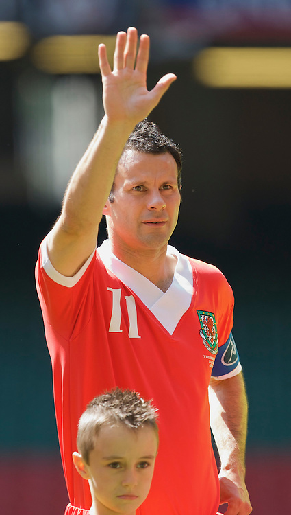 Cardiff, Wales - Saturday, June 2, 2007: Wales' captain Ryan Giggs waves goodbye to the fans as he makes his 64th and final appearance for Wales during the UEFA Euro 2008 Qualifying Group D match against Czech Republic at the Millennium Stadium. (Pic by David Rawcliffe/Propaganda)