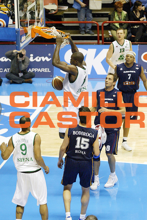 DESCRIZIONE : Forli Lega A1 2005-06 Coppa Italia Final Eight Tim Cup Montepaschi Siena Lottomatica Virtus Roma<br /> GIOCATORE : Eze<br /> SQUADRA : Montepaschi Siena<br /> EVENTO : Campionato Lega A1 2005-2006 Coppa Italia Final Eight Tim Cup Semifinale<br /> GARA : Montepaschi Siena Lottomatica Virtus Roma<br /> DATA : 18/02/2006<br /> CATEGORIA : Schiacciata<br /> SPORT : Pallacanestro<br /> AUTORE : Agenzia Ciamillo-Castoria/G.Cottini<br /> Galleria: Coppa Italia 2005-2006<br /> Fotonotizia: Forli Campionato Italiano Lega A1 2005-2006 Coppa Italia Final Eight Tim Cup Semifinale Montepaschi Siena Lottomatica Virtus Roma<br /> Predefinita:
