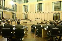 30 NOV 2001, BERLIN/GERMANY:<br /> Uebersicht Plenarsaal, Sitzung des Bundesrates, Plenum, Bundesrat<br /> IMAGE: 20011130-01-103<br /> KEYWORDS: Bundesratsdebatte, Debatte, Übersicht