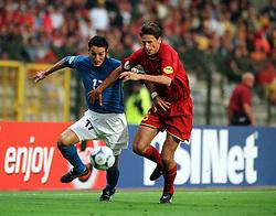 GIANLUCA ZAMBROTTA ITALY.BART GOOR BELGIUM.ITALY V BELGIUM (0-1) 13/06/00 BRUSSELS EURO 2000.PHOTO ROGER PARKER.