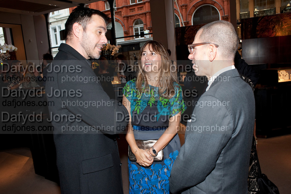 ROLAND MOURET; ALEXANDRA SHULMAN; JONATHAN NEWHOUSE,  Vogue Fashion night out.- Alexandra Shulman and Paddy Byng are host a party  to celebrate the launch for FashionÕs Night Out At Asprey. Bond St and afterwards in the street. London. 8 September 2011. <br />  <br />  , -DO NOT ARCHIVE-© Copyright Photograph by Dafydd Jones. 248 Clapham Rd. London SW9 0PZ. Tel 0207 820 0771. www.dafjones.com.<br /> ROLAND MOURET; ALEXANDRA SHULMAN; JONATHAN NEWHOUSE,  Vogue Fashion night out.- Alexandra Shulman and Paddy Byng are host a party  to celebrate the launch for Fashion's Night Out At Asprey. Bond St and afterwards in the street. London. 8 September 2011. <br />  <br />  , -DO NOT ARCHIVE-© Copyright Photograph by Dafydd Jones. 248 Clapham Rd. London SW9 0PZ. Tel 0207 820 0771. www.dafjones.com.