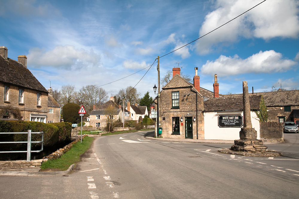 The White Hart Pub on High Road in Ashton Keynes, Wiltshire, Uk