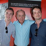 """NLD/Amsterdam//20170601 - Boekpresentatie """"En Nu Ik"""" van Peter Römer en partner Annet Hock , Peter Romer met zijn zonen Jop en Bram Romer"""