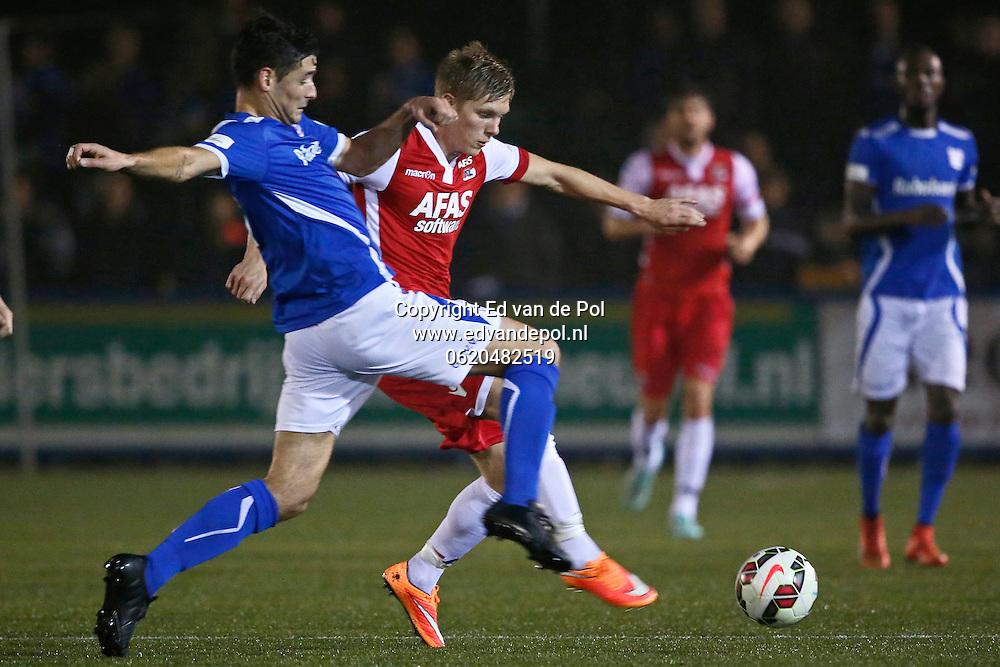 VEENENDAAL - 29-10-2014 - GVVV - AZ, KNVB beker, Sportpark Panhuis, 0-5, AZ speler Aron Johannsson (r), GVVV speler Bart Hulsbos (l).