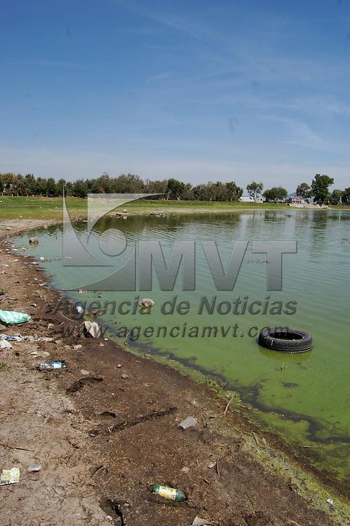 Zinacantepec, Mex.- Contaminaci&oacute;n de la laguna de Ojuelos que presenta una notable disminuci&oacute;n en su caudal. Agencia MVT / Alfonso Garc&iacute;a. (DIGITAL)<br /> <br /> <br /> <br /> NO ARCHIVAR - NO ARCHIVE