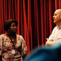 Presentation du documentaire de Chouna Mangondo par Francois-Xavier au theatre Moliere. Festival des cinemas Africains a Ixelles, près de Bruxelles. 3 mars 2009. Photo : Antoine Doyen