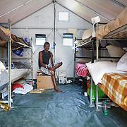"""interno della casetta Ikea """"Better Shelter"""", pensata per accogliere i rifugiati.  nel centro polifunzionale 'Teobaldo Fenoglio' di Settimo Torinese, diventato un punto di riferimento per tutto il Paese nel campo dell'accoglienza, delle emergenze, della formazione, delle attività socio-assistenziali."""