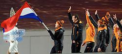 07-02-2014 ALGEMEEN: OPENINGSCEREMONIE OLYMPIC GAMES: SOTSJI<br /> De openingsceremonie in het Fishtstadion van de Olympische Winterspelen in Sotsji staat vol spektakel, dans en 22,5 ton vuurwerk / Jorien ter Mors brengt de vlag binnen. Rechts Mark Tuitert, Bob de Jong, Maurits Hendriks, Koen Verweij<br /> ©2014-FotoHoogendoorn.nl