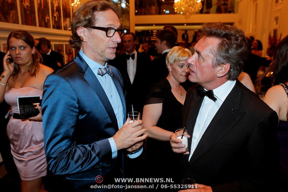 NLD/Amsterdam/20111002 - Uitreiking John Kraaijkamp awards 2011, Eric van Tijn en Hennie Vrienten