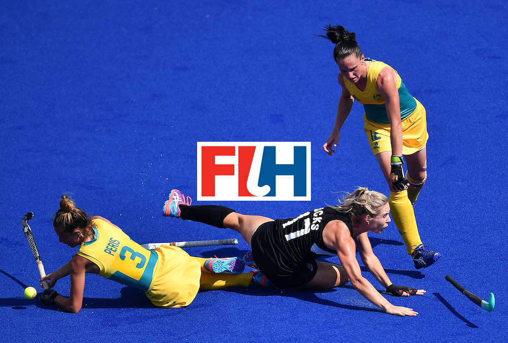 Australia's Brooke Peris and Australia's Madonna Blyth (R) vie with New Zealand's Sophie Cocks (C) during the the women's quarterfinal field hockey New Zealand vs Australia match of the Rio 2016 Olympics Games at the Olympic Hockey Centre in Rio de Janeiro on August 15, 2016. / AFP / MANAN VATSYAYANA        (Photo credit should read MANAN VATSYAYANA/AFP/Getty Images)