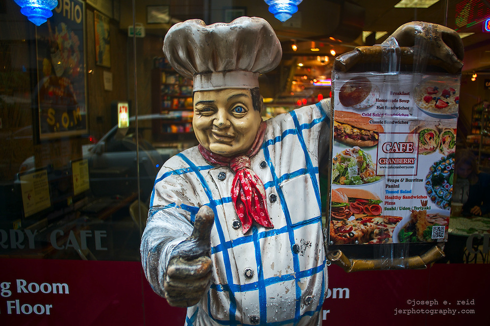 Chef statue outside cafe