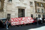 Roma 3  Maggio 2012.Presidio delle lavoratrici e dei lavoratori di Format Contact Center al Ministero dello Sviluppo Economico