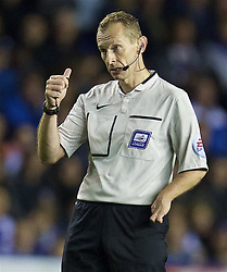 READING, ENGLAND - Tuesday, September 22, 2015: Referee Keith Hill during the Football League Cup 3rd Round match between Reading and Everton at the Madejski Stadium. (Pic by David Rawcliffe/Propaganda)