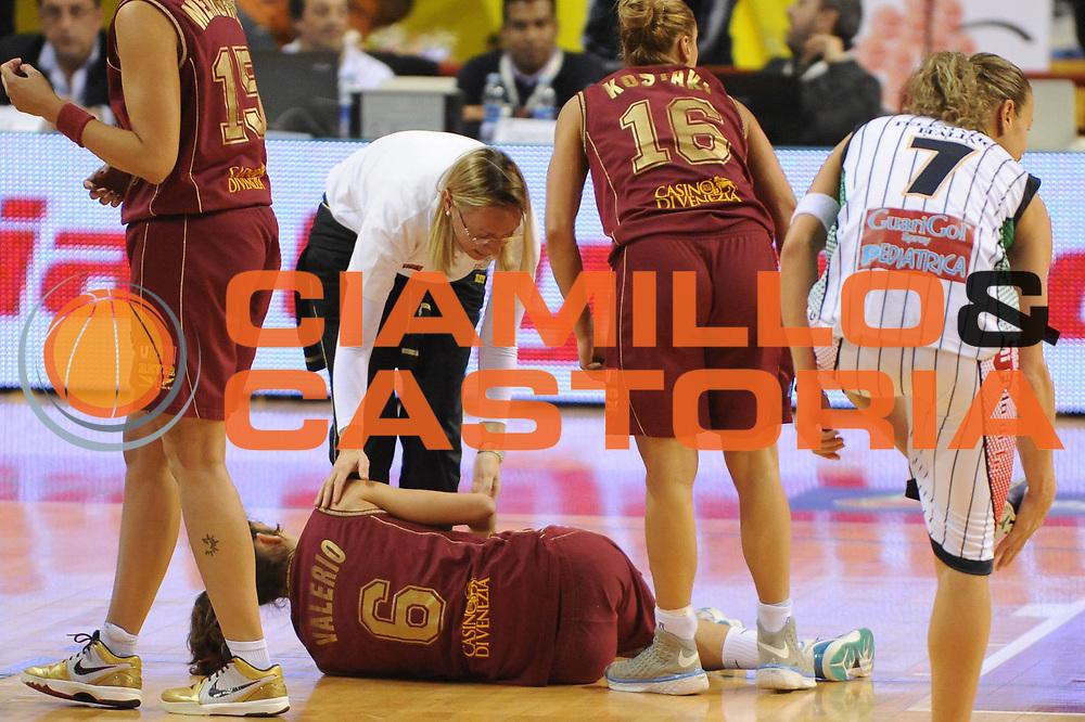 DESCRIZIONE : Perugia Lega A1 Femminile 2010-11 Coppa Italia Semifinale Liomatic Umbertide Umana Reyer Venezia<br /> GIOCATORE : Rebecca Valerio<br /> SQUADRA : Umana Reyer Venezia<br /> EVENTO : Campionato Lega A1 Femminile 2010-2011 <br /> GARA : Liomatic Umbertide Umana Reyer Venezia<br /> DATA : 12/03/2011 <br /> CATEGORIA : infortunio<br /> SPORT : Pallacanestro <br /> AUTORE : Agenzia Ciamillo-Castoria/M.Marchi<br /> Galleria : Lega Basket Femminile 2010-2011 <br /> Fotonotizia : Perugia Lega A1 Femminile 2010-11 Coppa Italia Semifinale Liomatic Umbertide Umana Reyer Venezia<br /> Predefinita :
