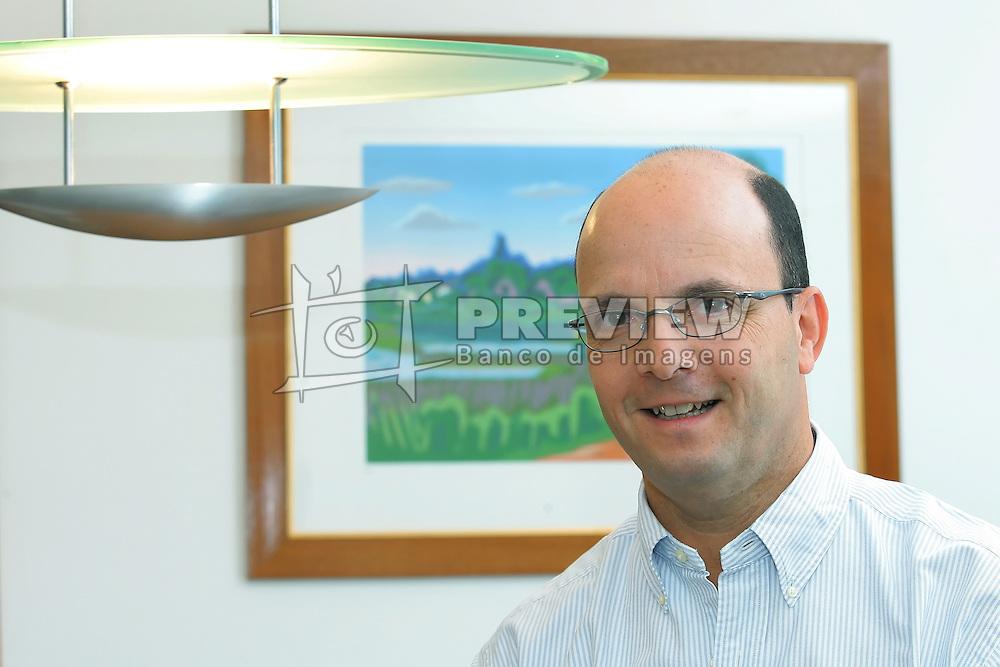 O presidente da FEDERASUL - Federação das Associações Comerciais e de Serviços do Rio Grande do Sul, Paulo Feijó, durante entrevista em seu gabinete. FOTO: Jefferson Bernardes/Preview.com