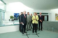 28 AUG 2009, BERLIN/GERMANY:<br /> Michael Sommer (L), Vorsitzender Deutscher Gewerkschaftsbund, Angela Merkel (R), CDU, Bundeskanzlerin, und Hubertus Schmoldt, Vorsitzender Industriegewerkschaft Bergbau, Chemie, Energie, Konrad Freiberg, Vorsitzender Gewerkschaft der Polizei, Frank Bsirske, Vorsitzender ver.di, Berthold Huber, Vorsitzender IG Metall, (2. Reihe v.L.n.R.), waehrend einem Pressestatement, vor einem Gespraech der Bundeskanzlerin mit den Vorsitzenden der Gewerkschaften, Skylobby, Bundeskanzleramt<br /> IMAGE: 20090828-01-017