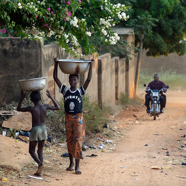 Natitingou December 2006 - Children Fetch water from the local well in Natitingou, Benin. © Jean-Michel Clajot