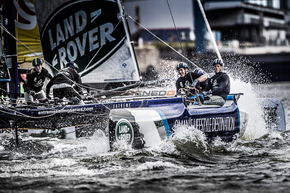 2015 Extreme Sailing Series - Act 5 - Hamburg.<br /> Red Bull Sailing Team skippered by Hans-Peter Steinacher (AUT) and crewed by Jason Waterhouse (AUS), Jeremy Bachalin (SUI), Stewart Dodson (NZL) and Shain Mason (GBR).<br /> Credit Jesus Renedo.
