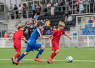 Ungdomsspillere fra kommunens klubber ved indvielsen af Helsingør Kommunes nye stadion på Gl. Hellebækvej i Helsingør den 8. august 2019 (Foto: Claus Birch)