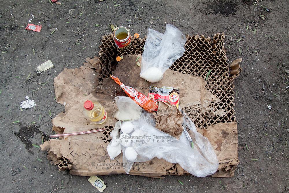 Migrants live of donations, that's why them diet is not the best, but anyway they can eat something.<br /> I migranti vivono di donazioni, certo la loro dieta non e' varia, ma comunque sopravvivono.